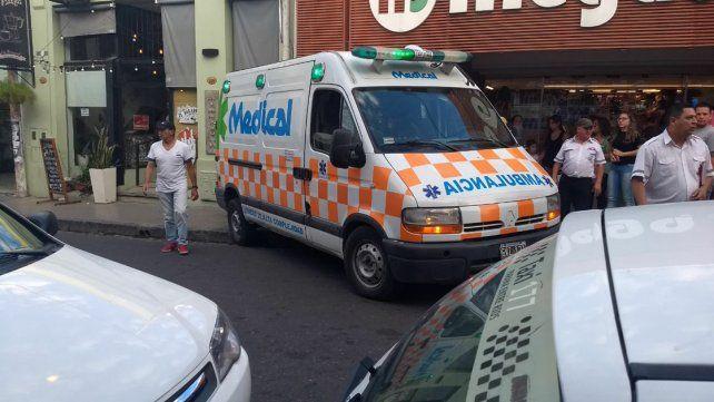 Descontrolada. La ambulancia terminó la loca carrera en el carril restante.