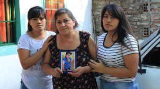 Preguntas. En su vivienda del barrio El Morro de Paraná, Elsa y toda la familia Varela esperan que se despejen todas sus dudas sobre el hecho.