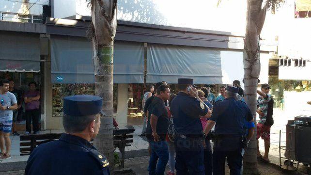 Disturbios. Un inspector fue agredido y tres manteros fueron demorados. Foto: Javier Aragón