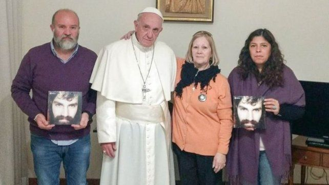 El Papa recibió a la familia de Santiago.