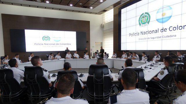 Los 53 nuevos oficiales de la Policía se capacitan en Colombia