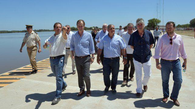 Recorrida. Bordet y otras autoridades observaron los avances en el puerto del sur entrerriano.