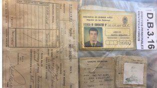 Emocionante. Las pertenencias de Araujo que fueron recuperadas, estuvieron enterradas junto a sus restos durante 35 años.