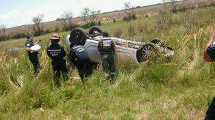 Se durmió. La conductora le informó a los bomberos cómo perdió el control del Sandero. Foto: Bomberos Ceibas.