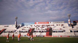 El equipo calentó dentro de la cancha. Foto UNO Juan Ignacio Pereira.