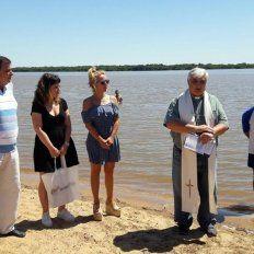 playas de colón. La nueva secretaria de Turismo y Cultura de la provincia, Carolina Gaillard, estuvo en la ceremonia junto a Rebord.