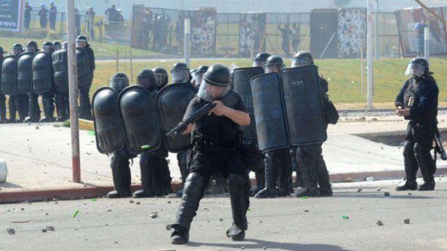Fue masivo el repudio a la feroz represión en Neuquén