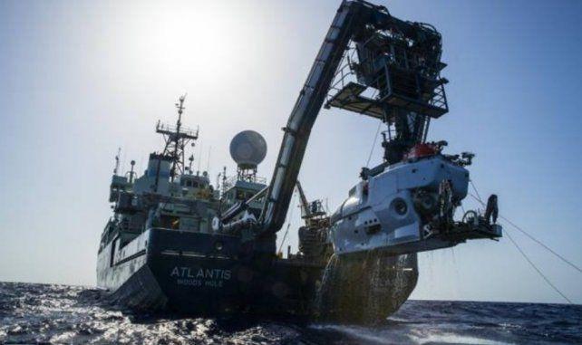 Un buque estadounidense analiza un objeto a 700 metros de profundidad