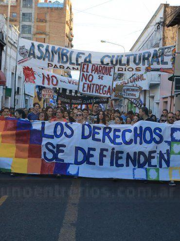 Colectiva. La marcha reivindicó el alcance jurídico y la cobertura en perspectiva de derechos humanos de la actual norma.