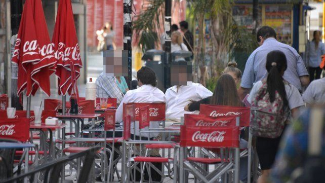 Labran actas y admiten que bares infringen normas en el uso del espacio público