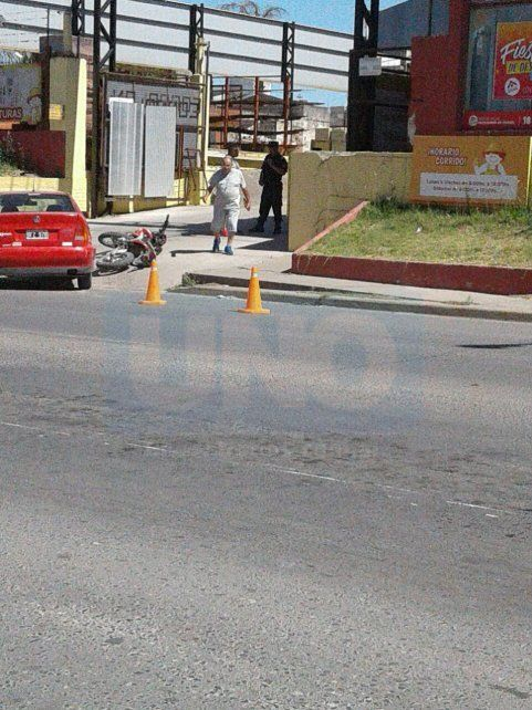 Susto en el portón. El accidente vial ocurrió en la tarde de este martes en la zona este de Paraná.