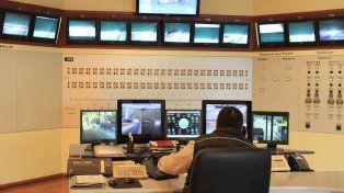 La sala en donde controlan el tránsito por el Túnel. Foto Twitter TúnelSubfluvial.