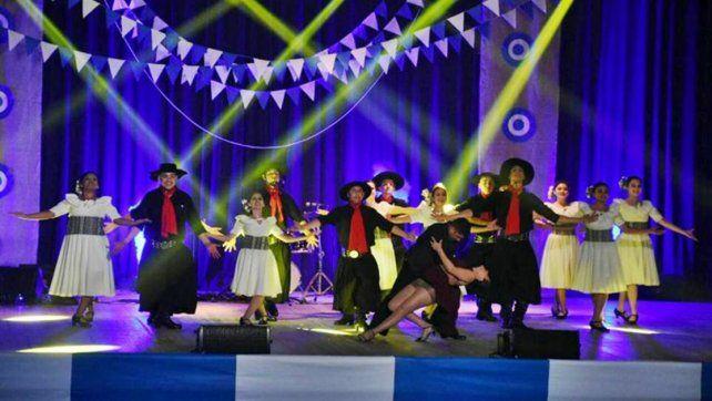 De a pie. Los integrantes del ballet no saben aún como van a hacer para poder viajar. Foto: Diario Río Uruguay.