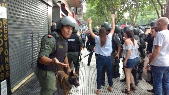 Así reprimió Gendarmería la marcha de abrazo al Congreso