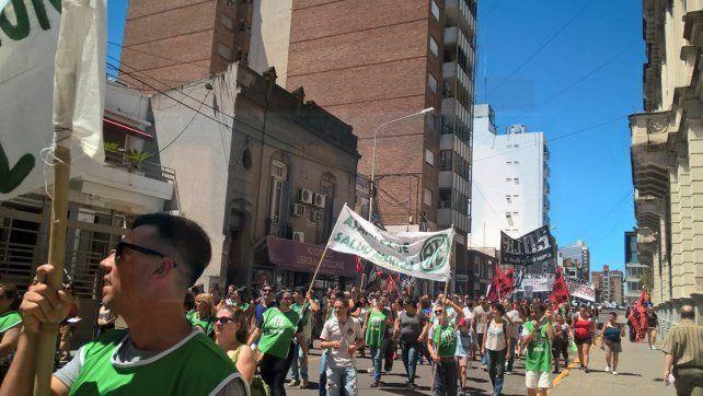 Estatales y organizaciones sociales marcharon contra el ajuste y la represión