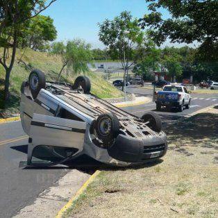 Se dio vuelta con su camioneta en Bajada de los Héroes y Mártires, en el Parque Urquiza
