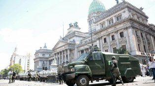 La postal del Congreso militarizado