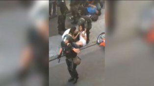 Denunció que la golpearon, manosearon y detuvieron cuando salía de trabajar