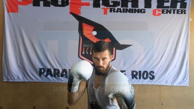 Balance positivo. El luchador paranaense Bruno La Topadora Sosa se consagró como campeón este año y el fin de semana expuso el cinturón de gran forma en un exigente súper 4.