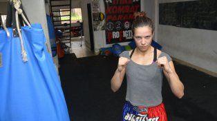 Giuliana La Hiena Cosnard luchará en Perú.