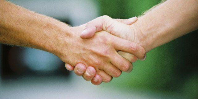 El apretón de manos no es una táctica