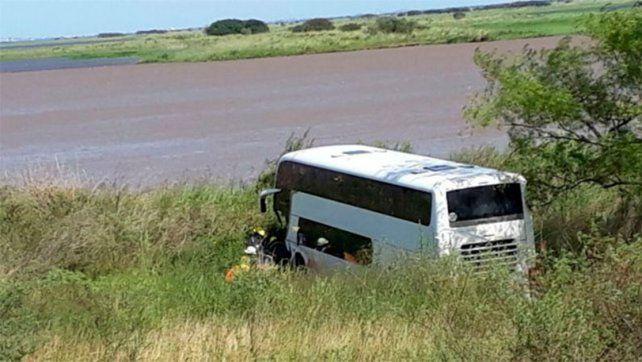 <b>Segundo vehículo</b>. El micro viajaba hacia Rosario, cuando fue -aparentemente-chocado por el auto.