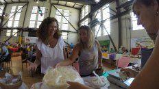 Edith Kuttel vende la prepizzas del Mercado Popular de Villaguay. FotoUNO