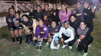 Foto: Sebastián Toobe, organizador. Arenas FC, equipo campeón
