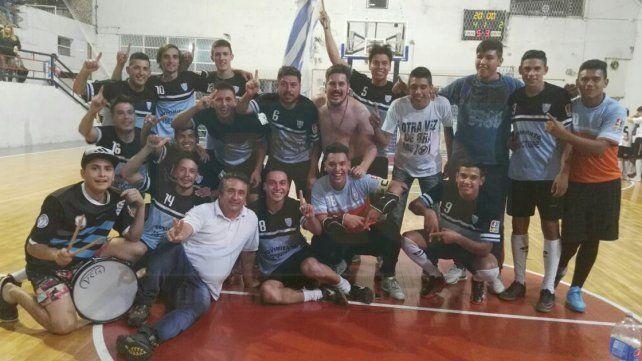 El festejo de Bajada luego de vencer 4 a 2 a Mariano Moreno en el repechaje.