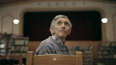 Protagonista. Omar es un albañil que construyó una sala tras el cierre de los cines de su localidad.