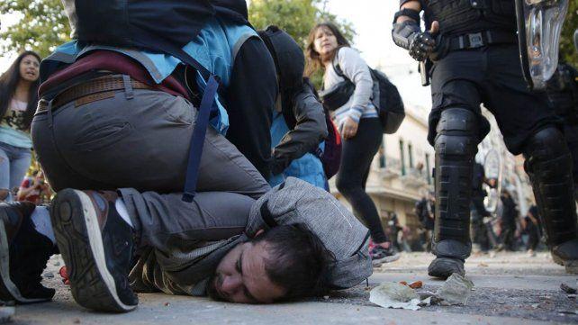 Menos de 24 horas después del caos en los alrededores del Congreso, los 68 detenidos ya fueron liberados
