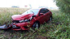 Muy afectado. El Toyota se despistó y embistió parte de los sauces ubicados contra los alambrados.