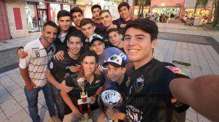 Los juveniles de José Hernández siguen haciendo historia en el futsal paranaense. Foto UNO Juan Ignacio Pereira