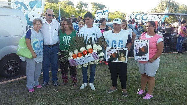 Los familiares de las víctimas de aquel diciembre trágico. Foto UNO Mateo Oviedo.