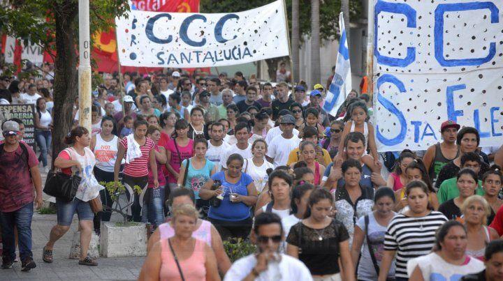 Una marcha pacífica pero con memoria recordó a las victimas de la represión policial de 2001