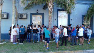 Movilizados. El grupo de personas pidió urgentes medidas para atacar la delincuencia. Foto: Radio La Voz.
