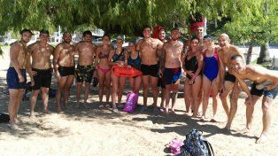 El equipo. Una o dos veces por semana se reúnen para nadar en el Río Paraná. La mayoría participarán en febrero.