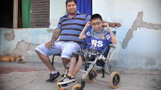 Javier Albornoz luchó 2 años para poder tener el exoesqueleto para su hijo. FotoUNOMateo Oviedo