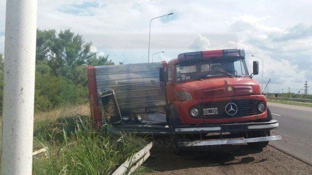 Camión térmico volcó en la autovía y la policía resguardó la carne