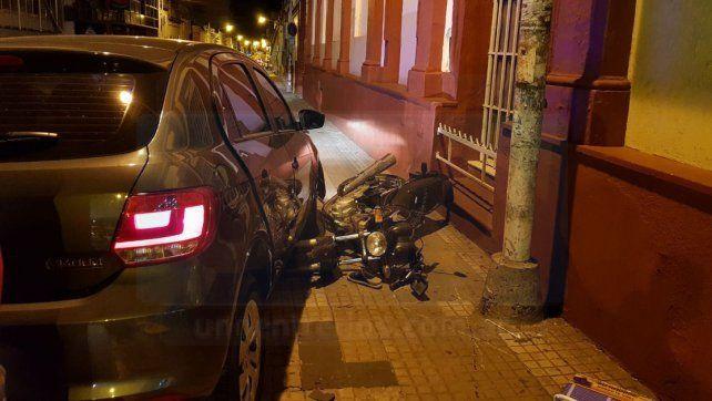 Motociclista sufrió traumatismo de cráneo tras colisionar con un automóvil