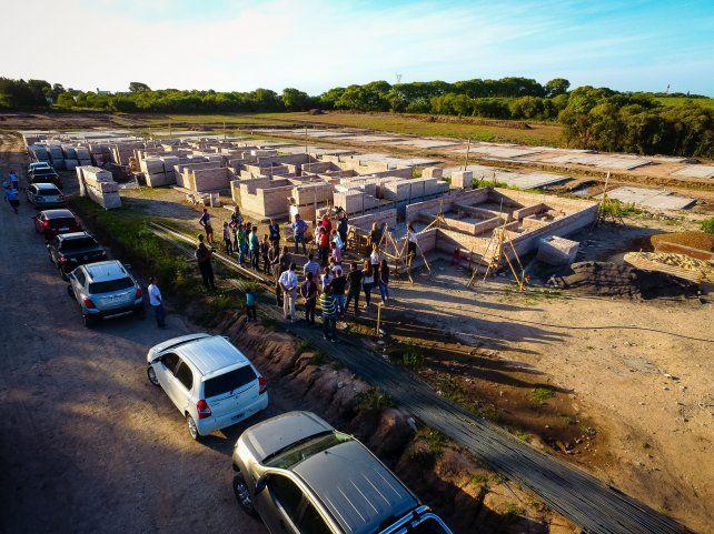 El sueño de la casa propia. La construcción está a cargo de cuatro cooperativas de trabajo.