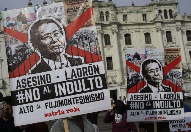 Enojo. En las calles de Lima los ciudadanos expresaron su enojo a la medida que tomó el presidente actual.
