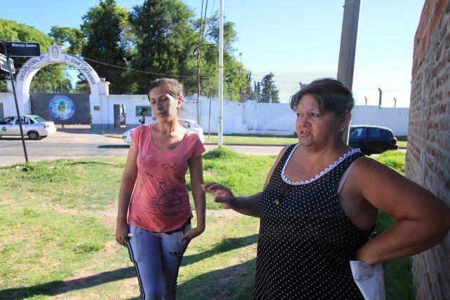 Marta y Claudia reclamaron por los beneficios de los presos. Foto UNO juan Ignacio Pereira.