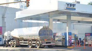 Las petroleras no entregan combustibles porque el Gobierno restringió los aumentos