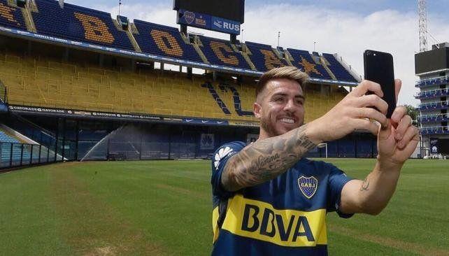 La selfie de Buffarini luego de firmar su vínculo con Boca