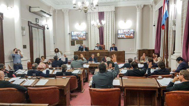 El proyecto ingresó en la misma sesión y fue tratado sobre tablas. Tiene las firmas de los senadores del oficialismo Mario Torres