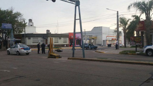 Maniobra imprudente. El conductor del Renault 9 quedó detenido tras el incidente en Paraná. Foto: Radio La Voz.