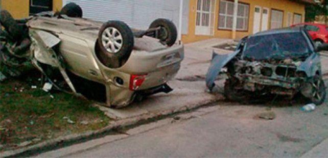Choque y vuelco. En El sur de Paraná un adolescente de 17 años casi provocó una tragedia.