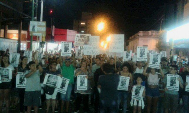El padre de Fernando encabezó una marcha para pedir cárcel para Nahir Galarza