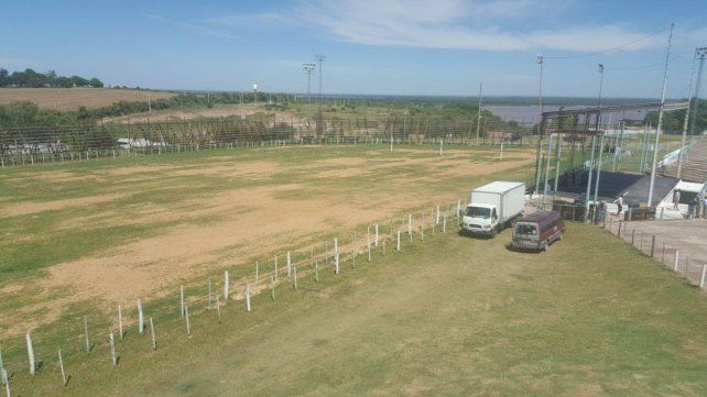 Preparativos. El campo Martín Fierro recibirá a miles de espectadores en cada jornada.